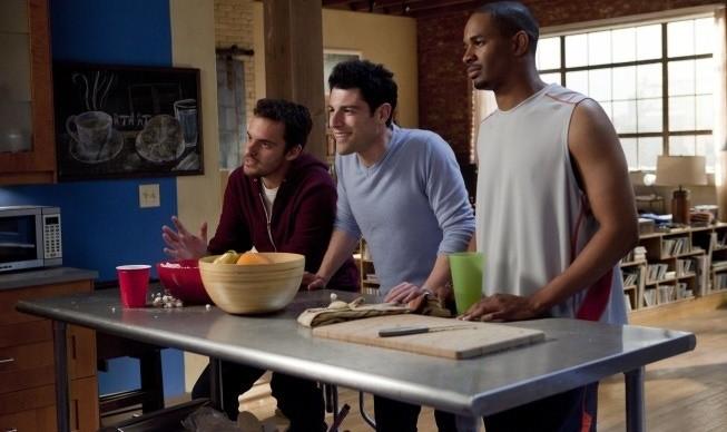 Lamorne Morris, Max Greenfield, Jake Johnson nel primo episodio di New Girl