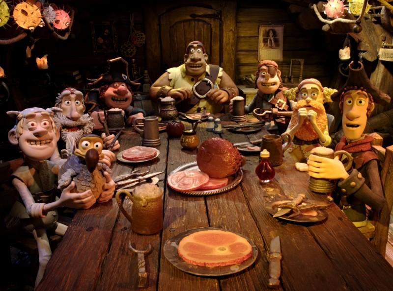 Pirati! Briganti da strapazzo: la ciurma riunita per la cena in una scena del film