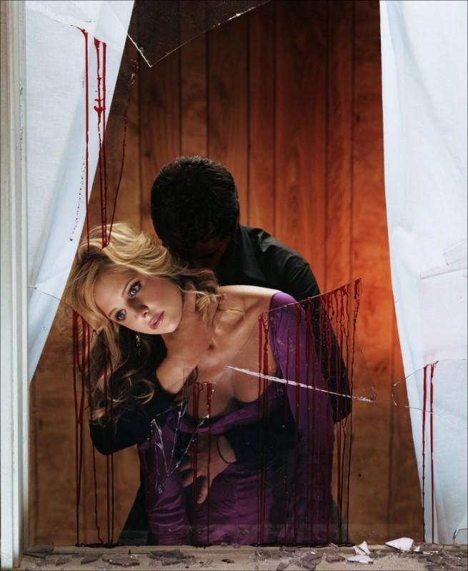 Sarah Michelle Gellar in una foto ispirata a Profondo Rosso di Dario Argento