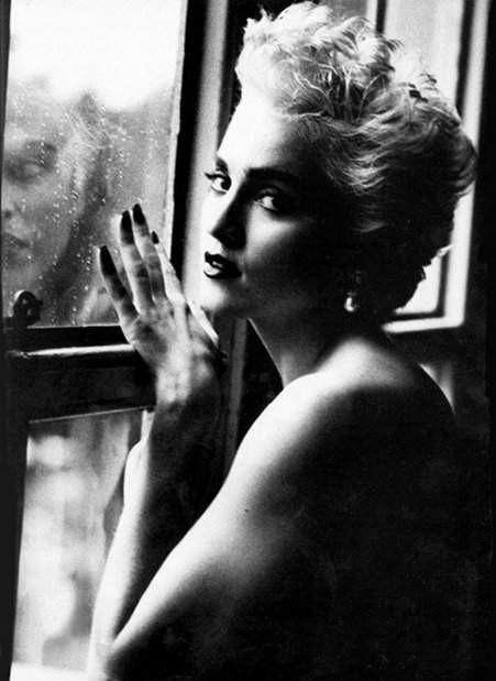 Madonna fin una foto di Herb Ritts (1986)