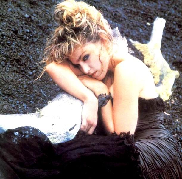 Madonna in una delle foto inserite nel programma del Virgin Tour (1985)