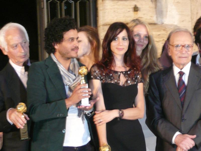 Mohamed Zouaoui, Elisabetta Rocchetti e il maestro Ennio Morricone ai globi d'oro 2011