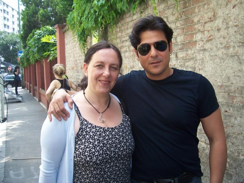Paola Crova con Dario Bandiera sul set di Workers - pronti a tutto