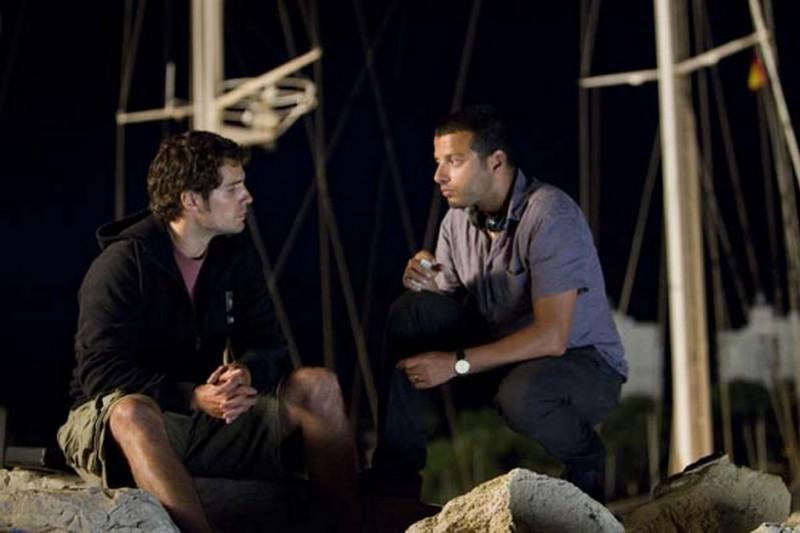 Henry Cavill insieme al regista Mabrouk El Mechri sul set de La fredda luce del giorno