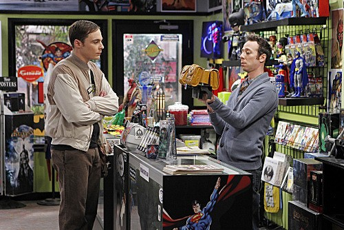 The Big Bang Theory: Jim Parsons e Kevin Sussman in una scena dell'episodio The Weekend Vortex