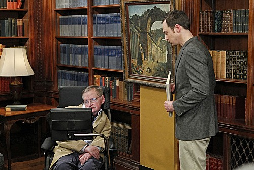 The Big Bang Theory: Jim Parsons e l'ospite Stephen Hawking nell'episodio The Hawking Excitation