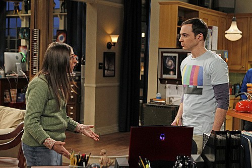 The Big Bang Theory: Jim Parsons e Mayim Bialik in una scena dell'episodio The Weekend Vortex