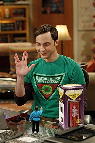 The Big Bang Theory: Jim Parsons saluta Spock giocattolo nell'episodio The Transporter Malfunction