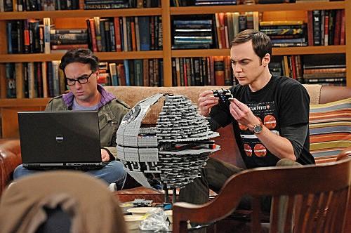 The Big Bang Theory: Johnny Galecki e Jim Parsons nell'episodio The Isolation Permutation