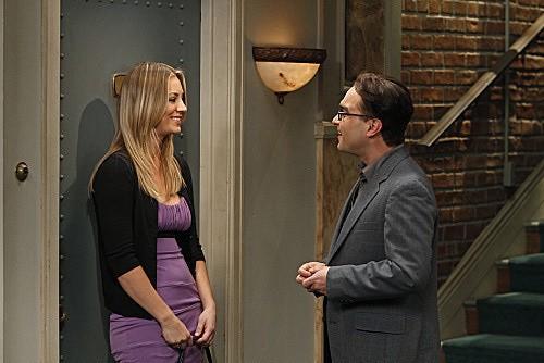 The Big Bang Theory: Johnny Galecki e Kaley Cuoco in una scena dell'episodio The Beta Test Initiation