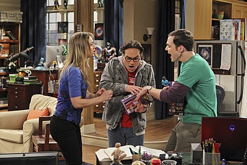 The Big Bang Theory: Kaley Cuoco, Johnny Galecki e Jim Parsons nell'episodio The Transporter Malfunction