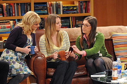 The Big Bang Theory: Kaley Cuoco, Mayim Bialik e Melissa Rauch nell'episodio The Isolation Permutation