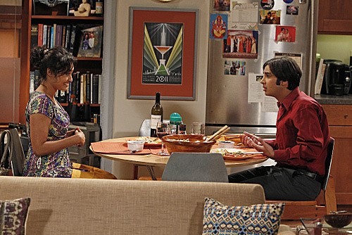 The Big Bang Theory: Kunal Nayyar e Chriselle Almeida nell'episodio The Transporter Malfunction
