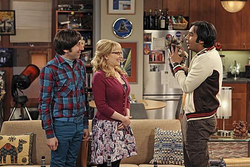 The Big Bang Theory: Kunal Nayyar, Melissa Rauch e Simon Helberg nell'episodio The Transporter Malfunction