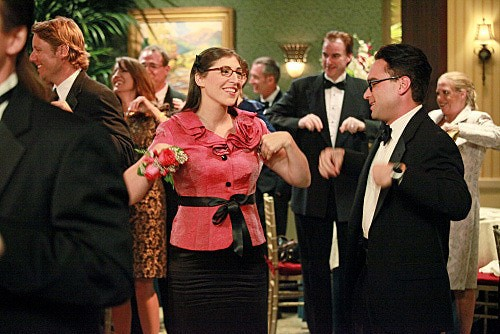The Big Bang Theory: Mayim Bialik e Johnny Galecki nell'episodio The Pulled Groin Extrapolation