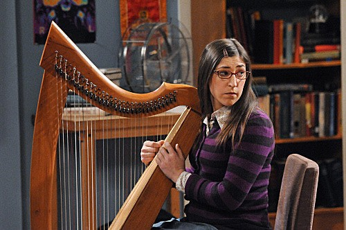 The Big Bang Theory: Mayim Bialik in una scena dell'episodio The Werewolf Transformation