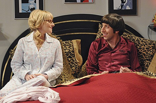The Big Bang Theory: Melissa Rauch e Simon Helberg nell'episodio The Hawking Excitation