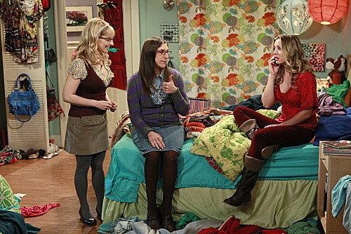The Big Bang Theory: Melissa Rauch, Mayim Bialik e Kaley Cuoco nell'episodio The Speckerman Recurrance