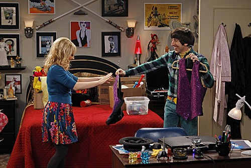 The Big Bang Theory: Simon Helberg e Melissa Rauch in una scena dell'episodio The Shiny Trinket Maneuver