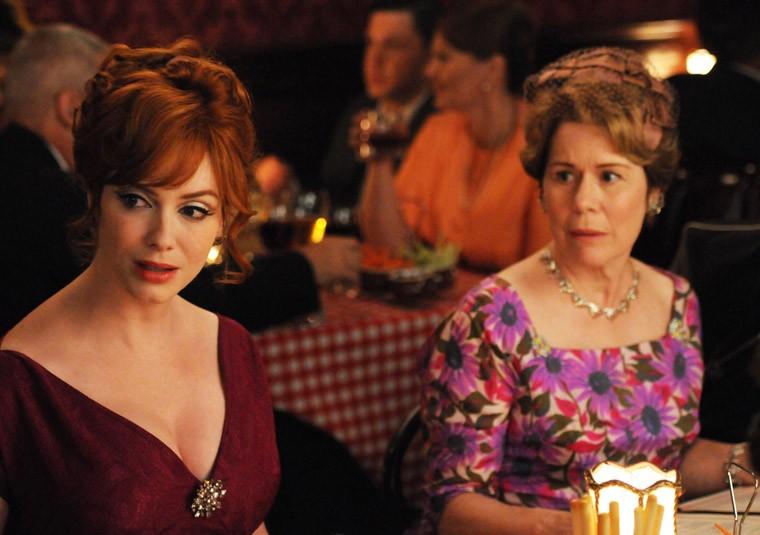 Christina Hendricks e Christine Estabrook nell'episodio Mystery Date della quinta stagione di Mad Men
