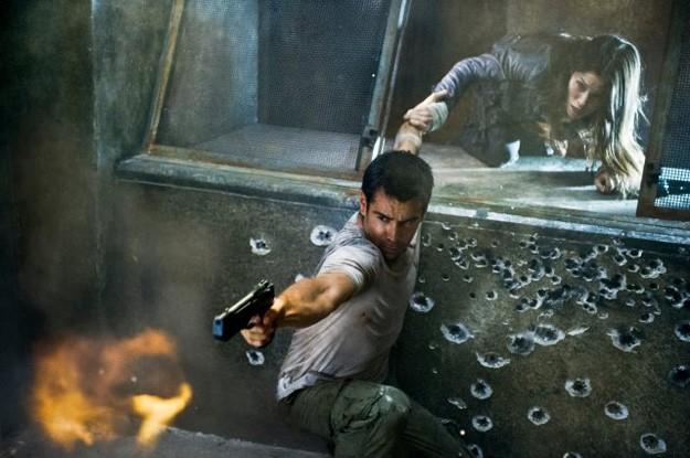 Colin Farrell e Jessica Biel in una concitata scena di Total Recall