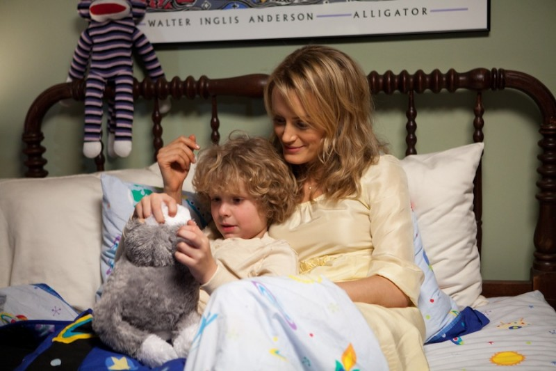 Ho cercato il tuo nome: Taylor Schilling insieme al piccolo Riley Thomas Stewart in una tenera scena del film
