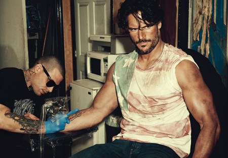 Una foto di Joe Manganiello sul magazine Out
