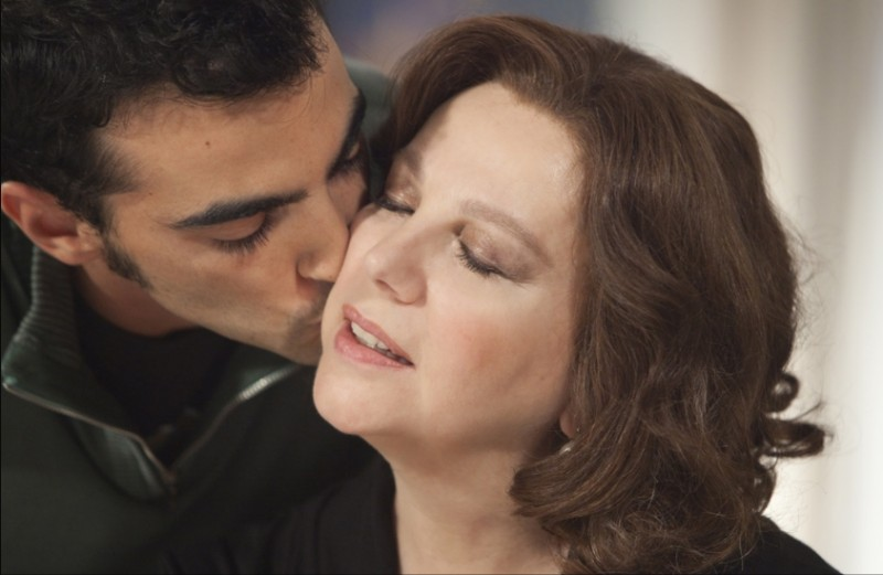Una grande famiglia: Primo Reggiani e Stefania Sandrelli in una tenera scena della fiction in 6 puntate di Raiuno