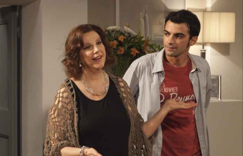 Una grande famiglia: Primo Reggiani insieme ae Stefania Sandrelli in una scena della fiction in 6 puntate di Raiuno