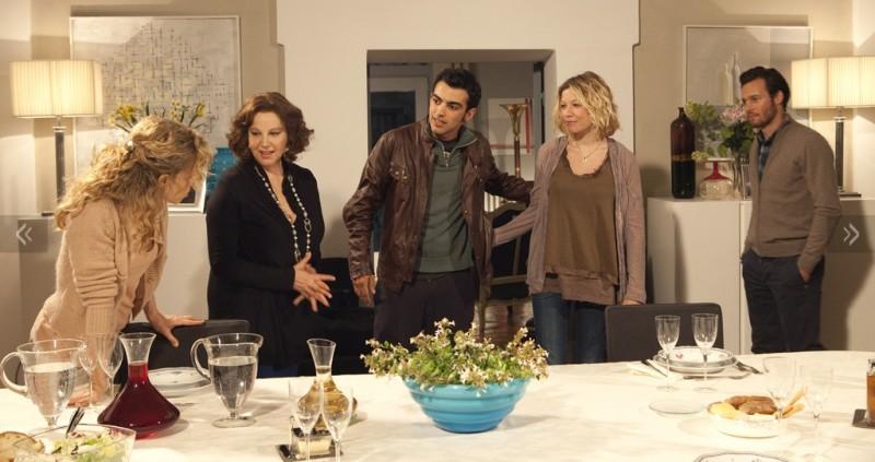 Una grande famiglia: una scena di gruppo della fiction di Riccardo Milani