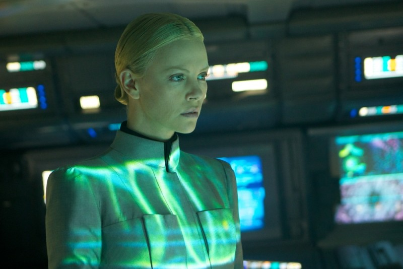 Charlize Theron nei panni di Meredith Vickers in una scena di Prometheus