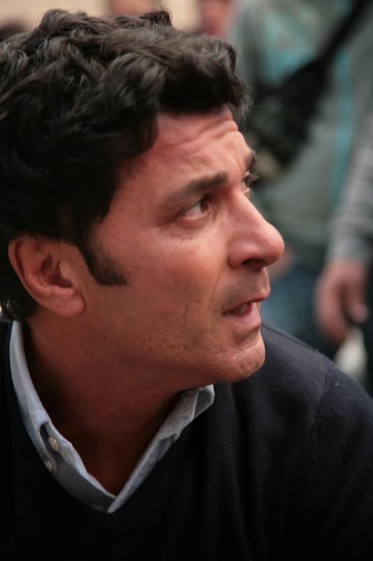 Gaetano Antinoro durante le riprese de La corsa alla vita, regia di Fabio Cillia