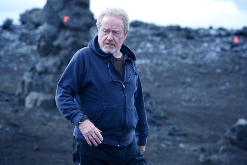 Prometheus: Ridley Scott passeggia sul set del film