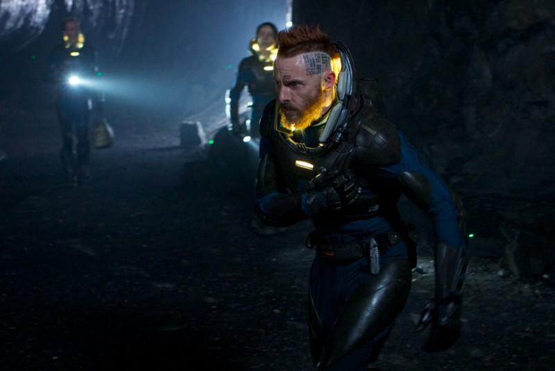 Prometheus: Sean Harris in una scena d'azione del film
