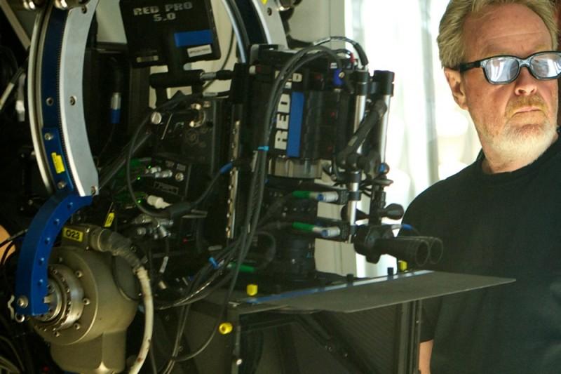 Ridley Scott con la sua macchina da presa sul set di Prometheus