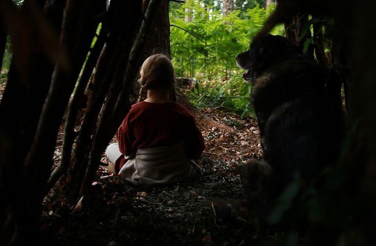 La piccola Wynona Ringer in una sequenza del film A Pas de Loup (2011)