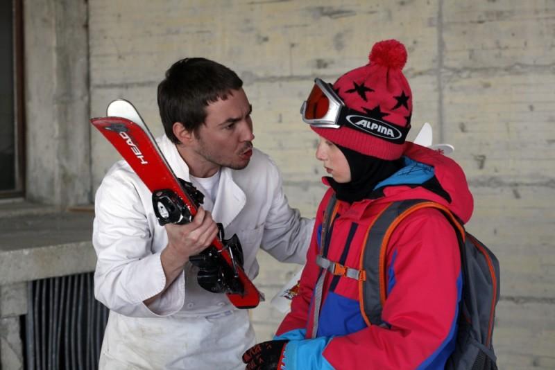 Martin Compston in una scena di Sister insieme a Kacey Mottet Klein