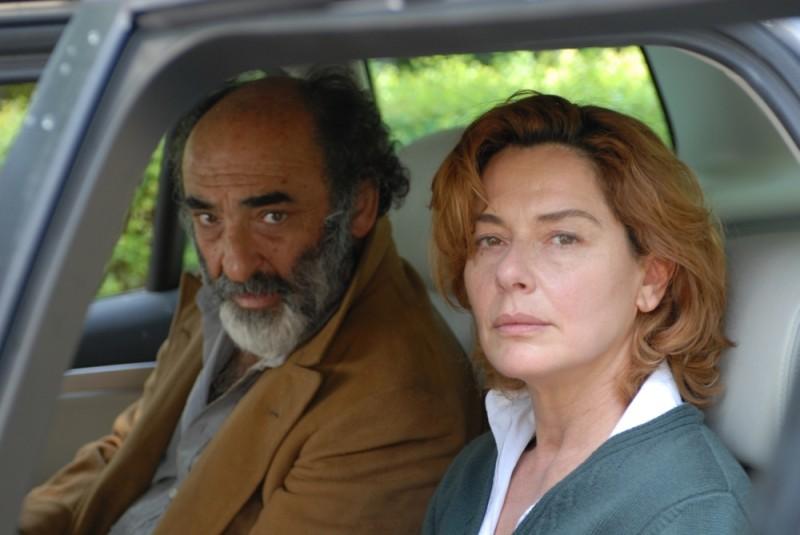 Sandrine nella pioggia: Alessandro Haber e Monica Guerritore in una scena del film