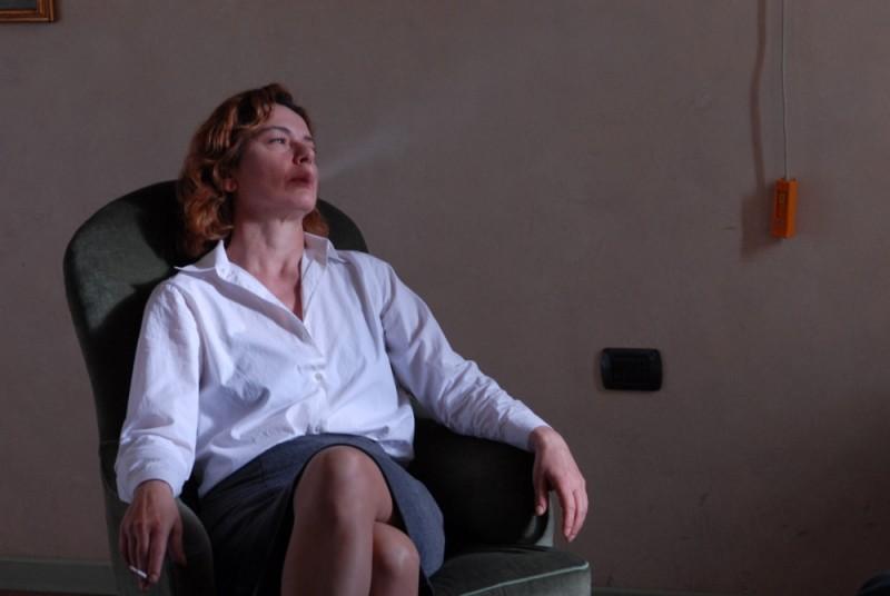 Sandrine nella pioggia: Monica Guerritore in una scena del film