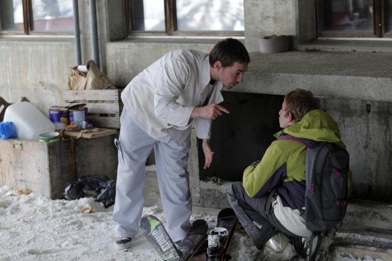 Sister: Martin Compston rimprovera il piccolo Kacey Mottet Klein in una scena del film