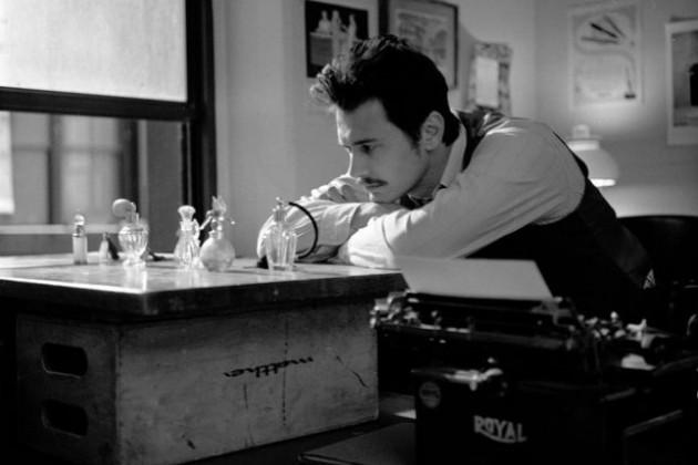 James Franco alla scrivania in una scena di The Broken Tower