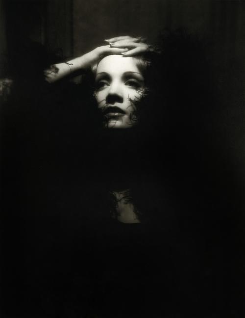 Marlene Dietrich è Shanghai Lily in Shanghai Express (1932)