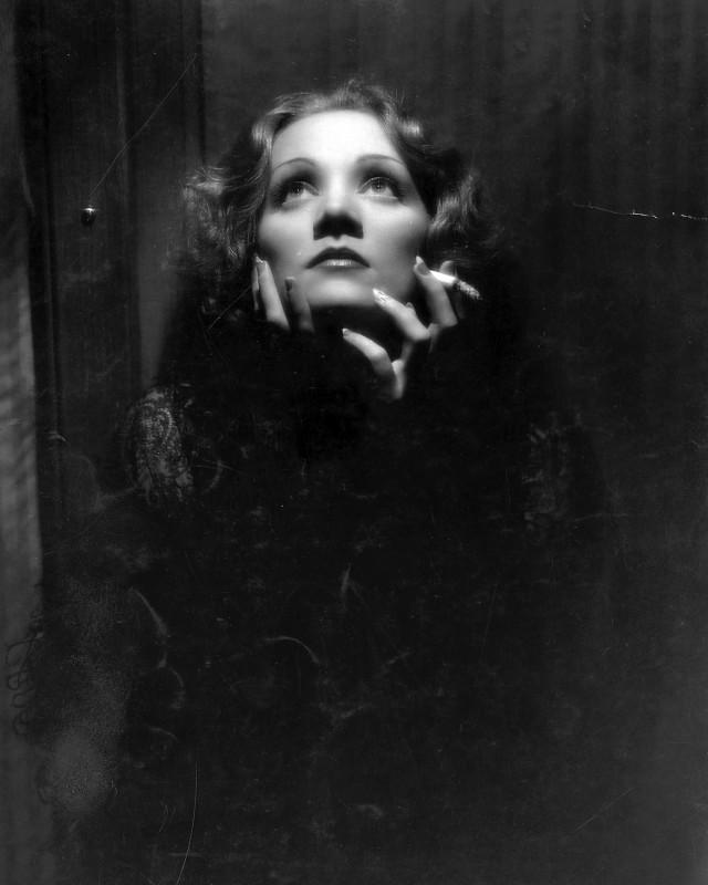 Marlene Dietrich è Shanghai Lily in Shanghai Express