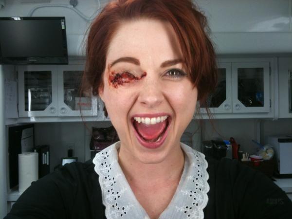 Alexandra Breckenridge sul set di American Horror Story, prima stagione