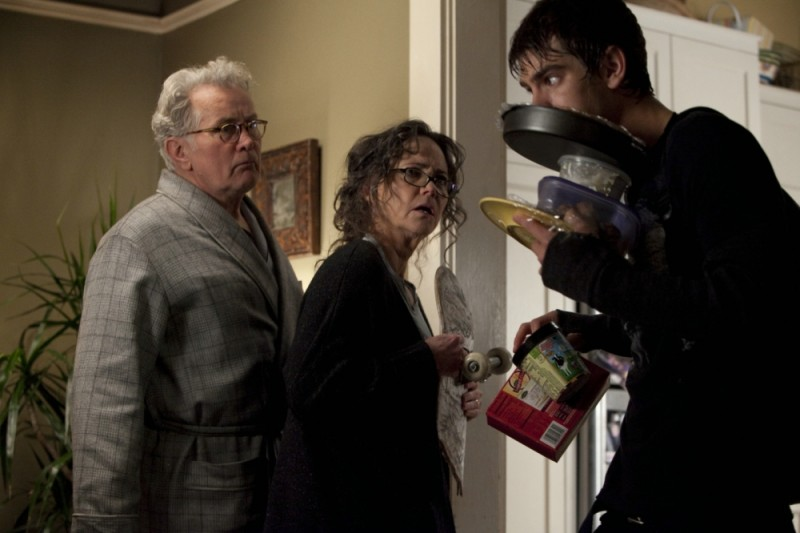The Amazing Spider-Man: Andrew Garfield insieme a Martin Sheen e Sally Field in una scena del film