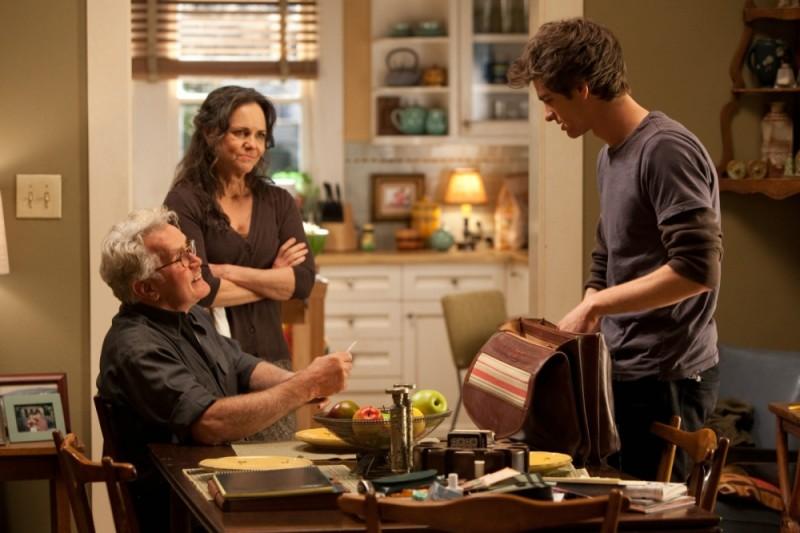 The Amazing Spider-Man: Andrew Garfield, Martin Sheen e Sally Field in una scena del film