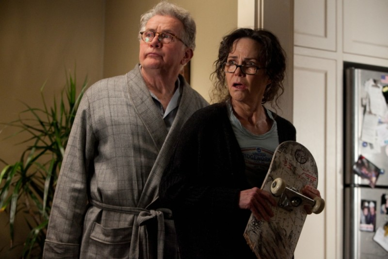 The Amazing Spider-Man: Martin Sheen insieme a Sally Field in una scena del film