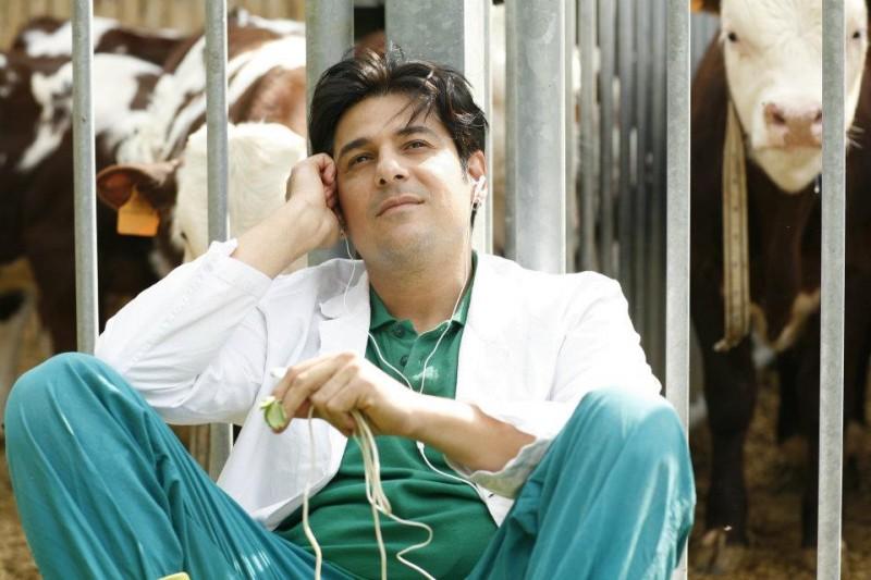 Workers - Pronti a tutto: Dario Bandiera con lo sguardo sognante in un'immagine del film