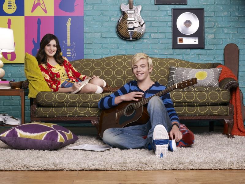 Austin & Ally: Laura Marano e Ross Lynch in una foto promozionale