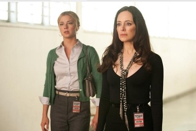 Revenge: Emily VanCamp e Madeleine Stowe nell'episodio Doubt